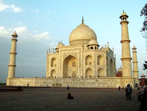 500px-Agra-Taj-Mahal-Mausoleum-architecture-Apr-2008-04