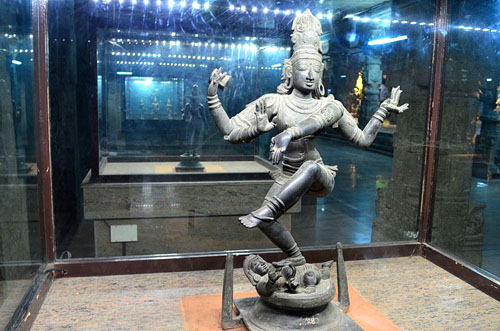 800px-Lord_Natarajar_at_Temple_Museum