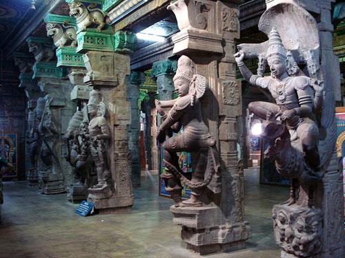 800px-Meenaakshi_Temple,_Madurai