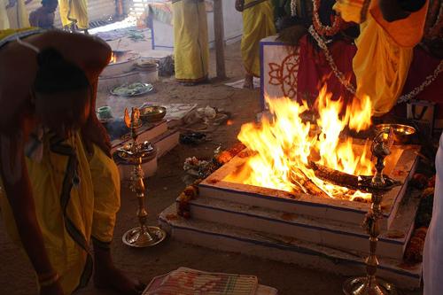1024px-Vishnu_Yagna_Kunda:Narasipur, Mysore, KarnatakaGunjanarasimhaswamy Temple