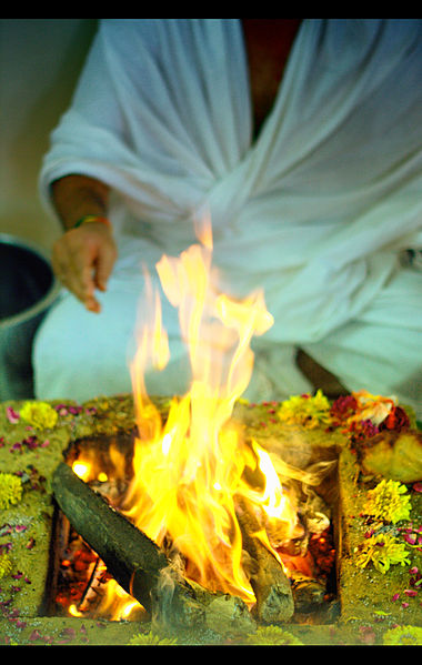 a_hindu_puja_yajna_yagna_havanam_in_progress