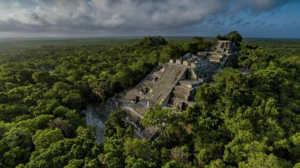 01-calakmul-maya-pyramid.adapt.1900.1.jpg